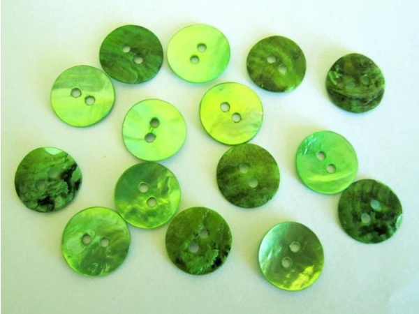 Mother of pearl button 13mm green