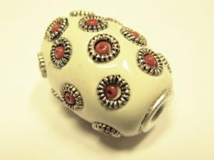 Indonesian bead barrel white IND19