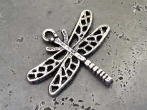 Pendant dragonfly lacy