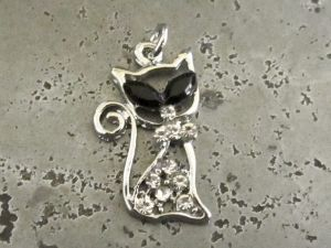 Pendant cat with rhinestones