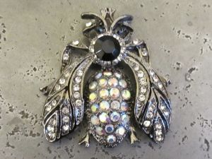 Pendant fly with rhinestones