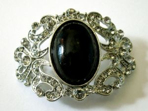Divider with black stone and rhinestones