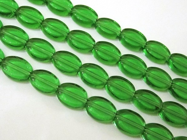 Glass bead flat oval 10x13mm green