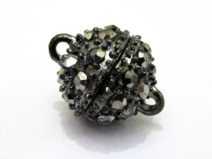 Magnet clasp small ball with dark rhinestones Gr