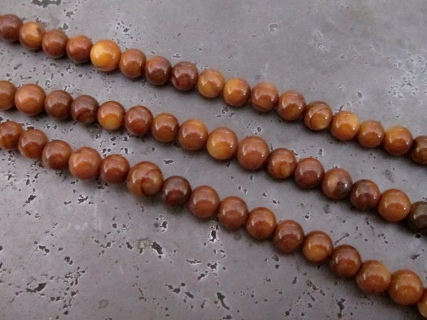 Shell bead round brown (5,5mm)