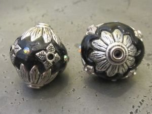 Indonesian bead with flower rhinestones black IND38