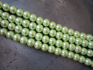 Glass pearl 10mm light green HL32