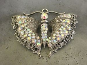 Pendant butterfly with rainbow rhinestones