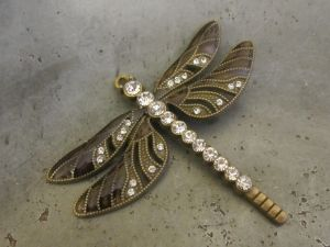 Pendant dragonfly dark brown/ brass