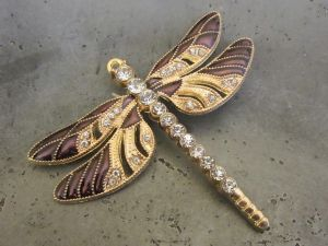 Pendant dragonfly plum/ gold