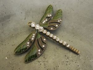 Pendant dragonfly green/ brass
