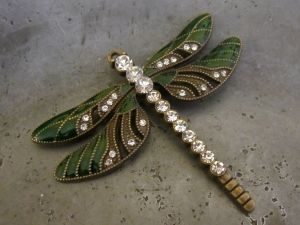 Pendant dragonfly dark green/ brass