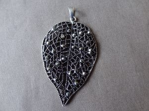 Pendant big leave with rhinestones AS