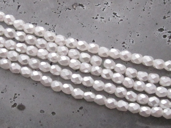 Czech faceted glass 4mm pearl white (30pcs)