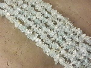 Quartz chip dyed light turquoise 7-10mm (88cm)