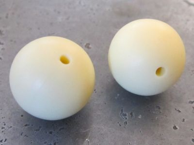 Silicone bead 12mm pale yellow