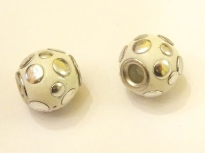 Indonesian bead with balls white IND27