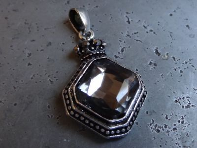 Pendant with crown and smokey diamante (1pc)