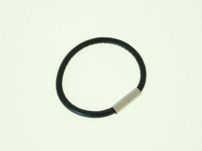 Leather bracelet with magnet clasp